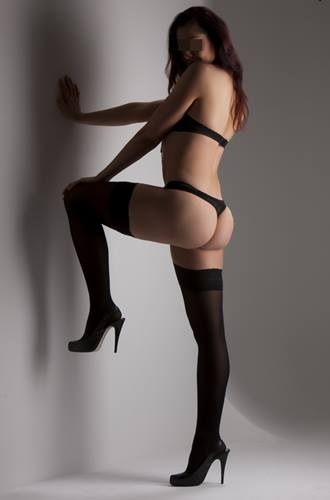 tall brunette escort In Sydney