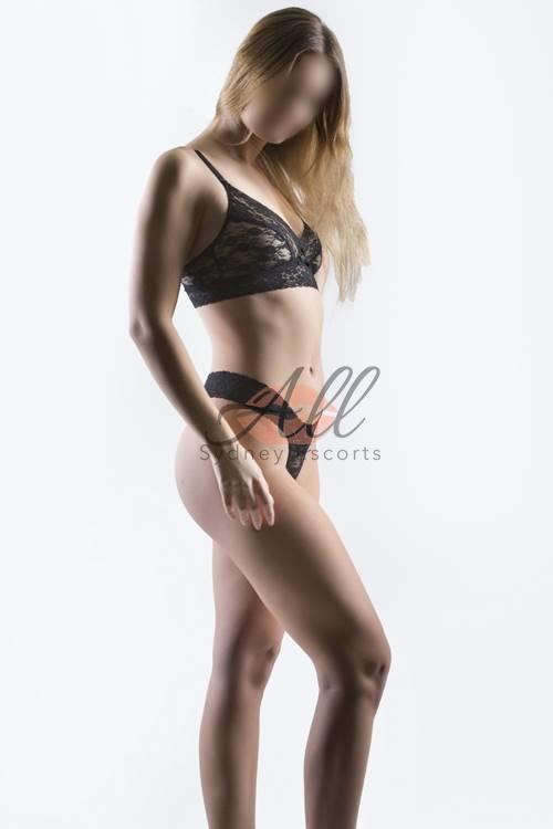 selena tall blonde model